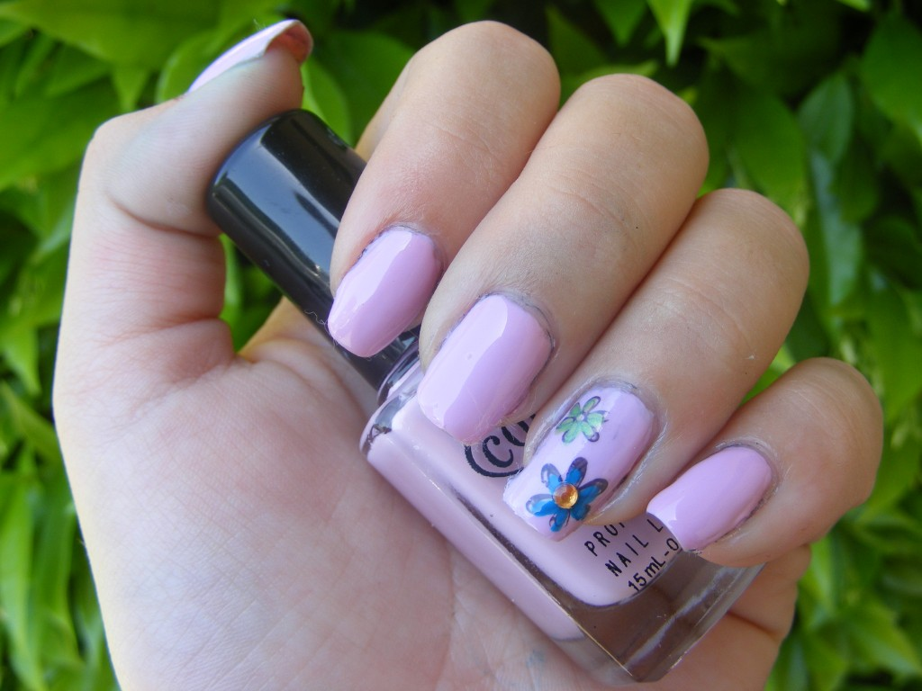 Flower Acrylic Nails