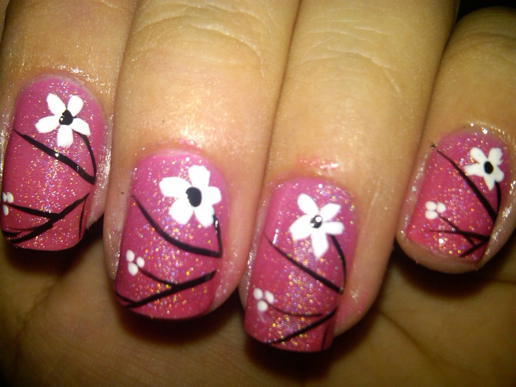 14 Nails Design With Flowers Images