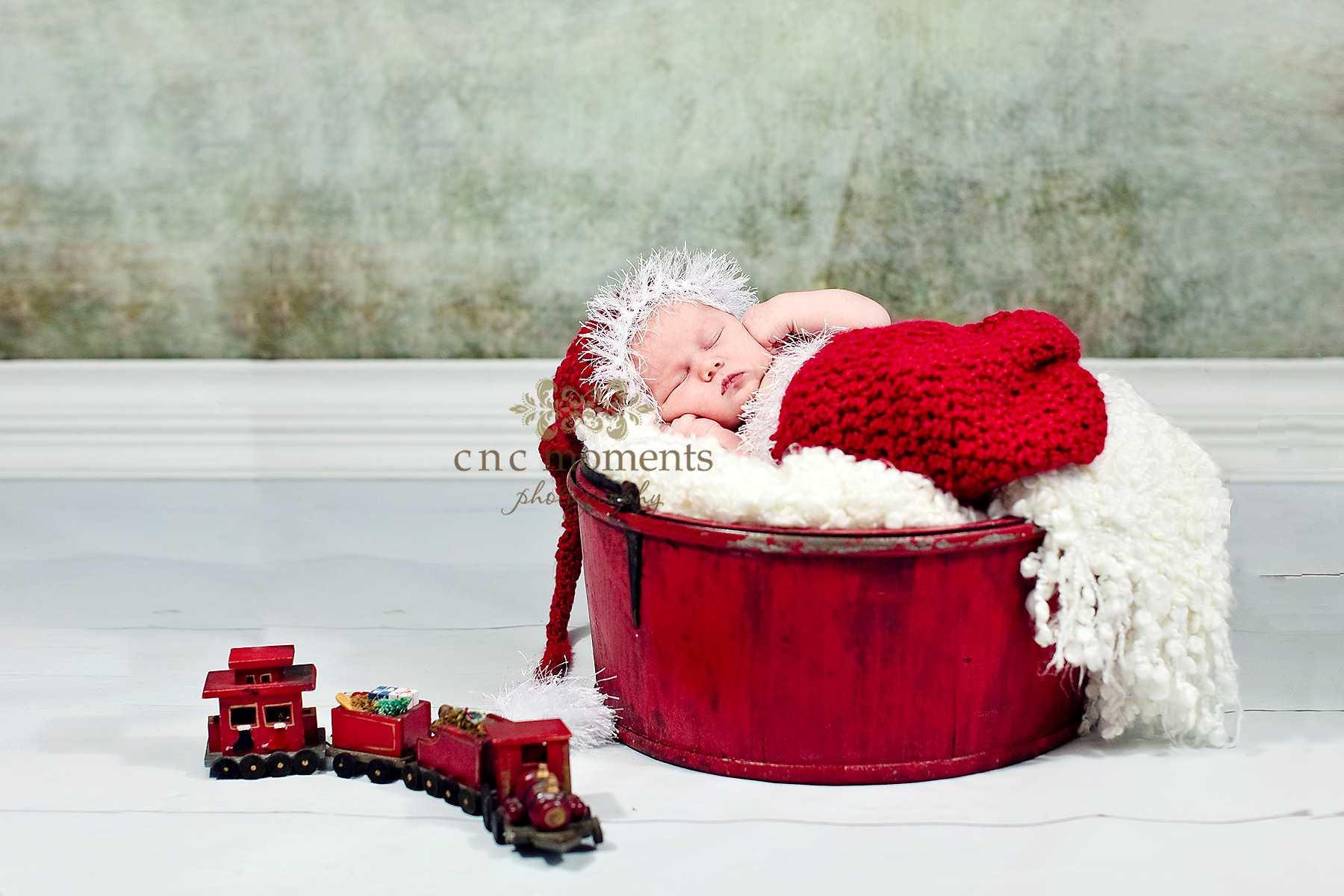15 Christmas Newborn Photography Images