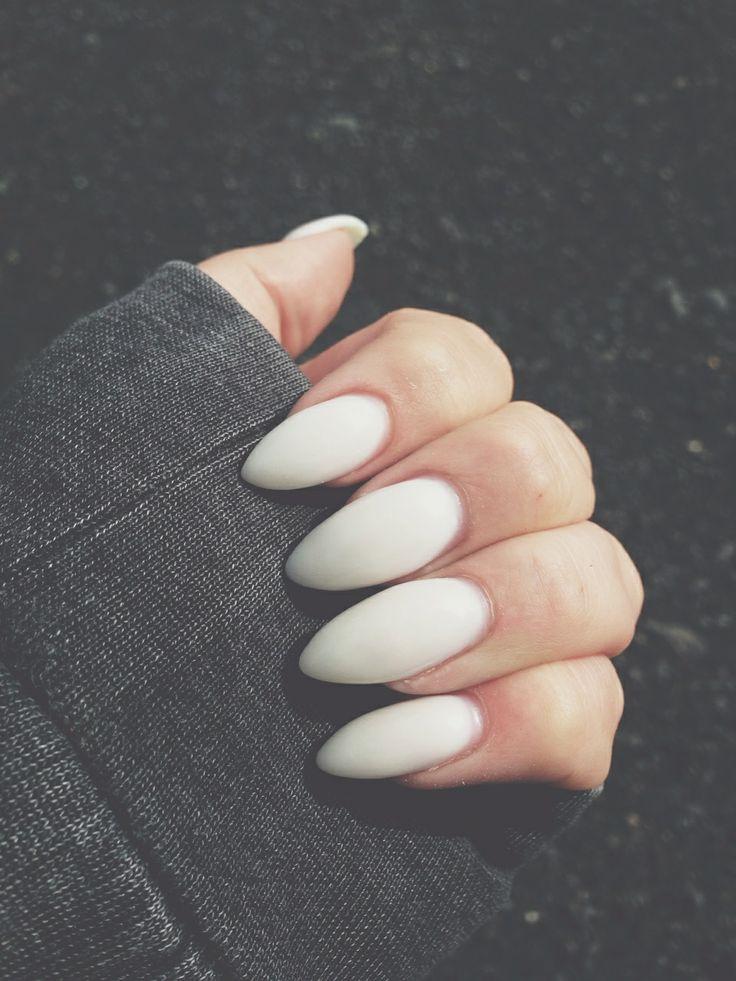 Almond-Shaped Nails Matte White