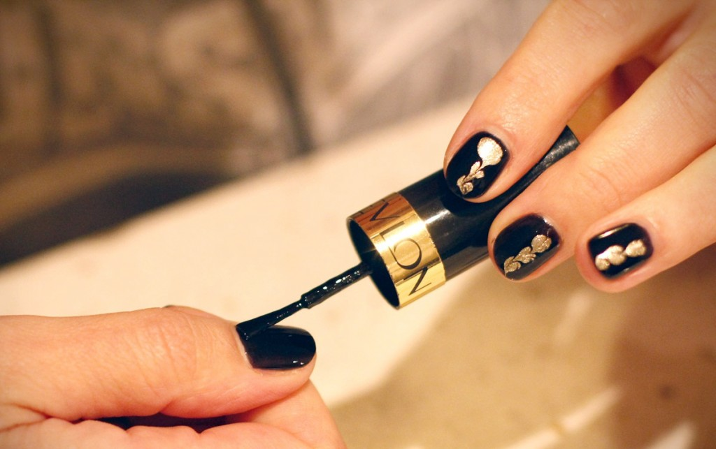 13 Black And Gold Acrylic Nails Design Images , Black and