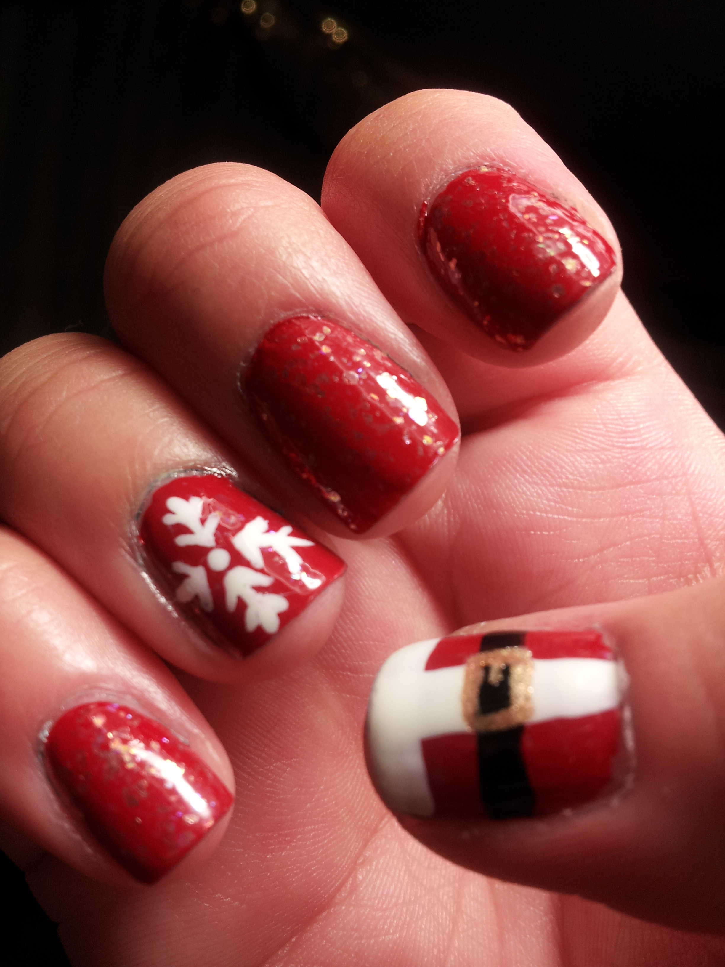 Cool and Easy Christmas Nail Designs