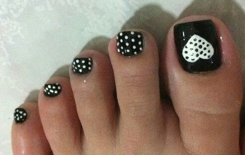 Black and White Toe Nail Art Designs
