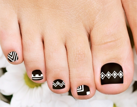 Black and White Toenail Designs