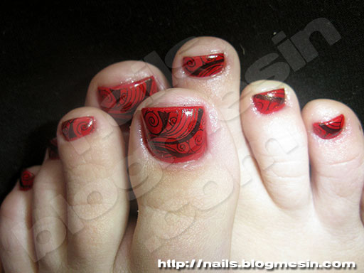 Black and Red Toe Nail Designs
