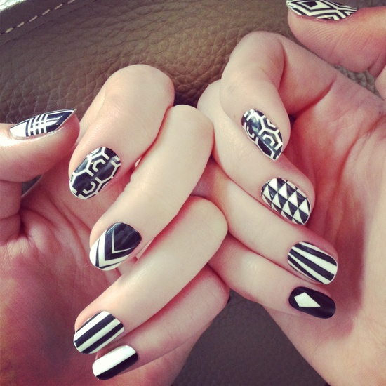 15 Black White Nails Art Design Images