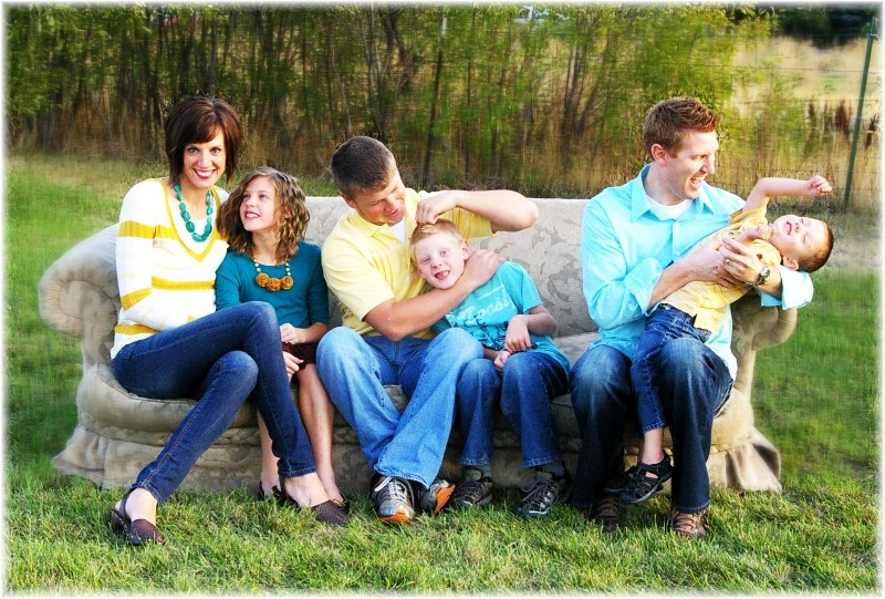 Spring outdoor family photo ideas designs