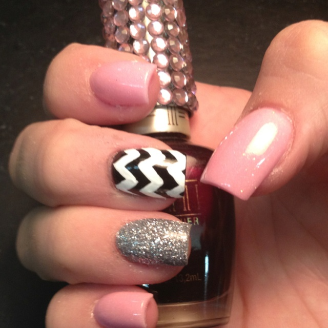 Chevron Acrylic Nails