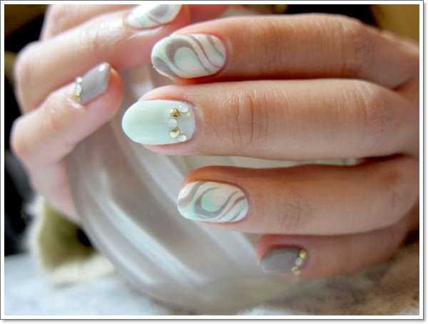 Oval Nails with Design