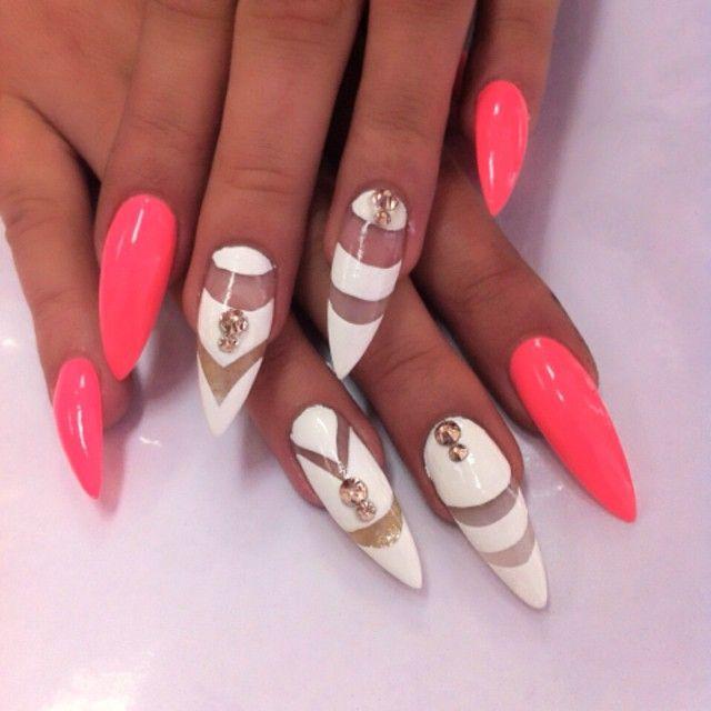 Фото красивого маникюра на острые ногти