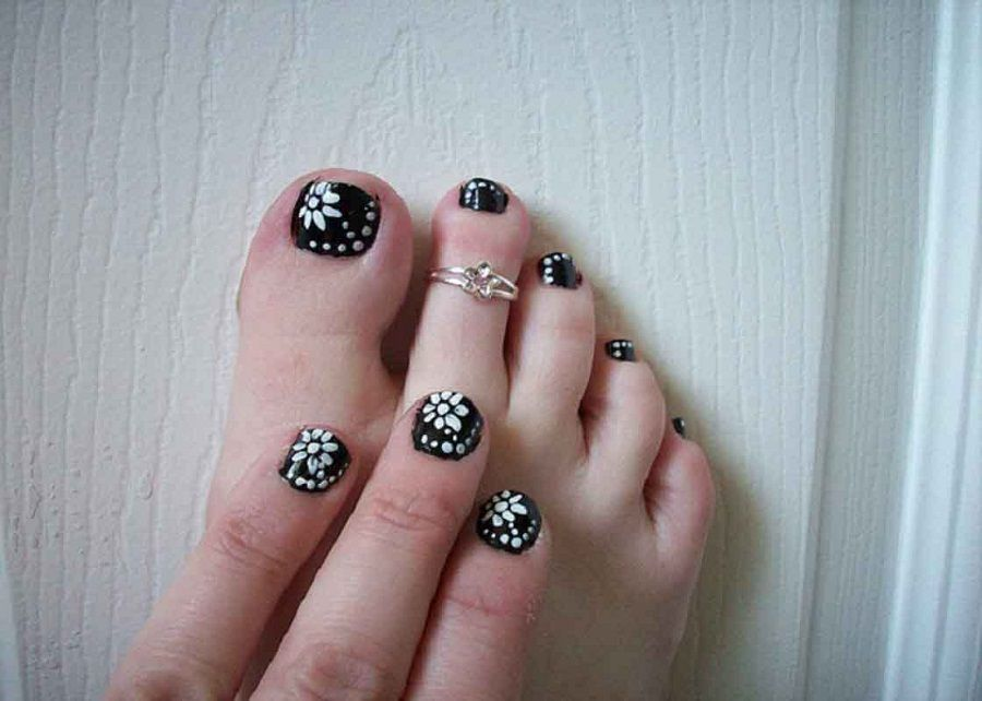 Black and White Simple Nail Designs