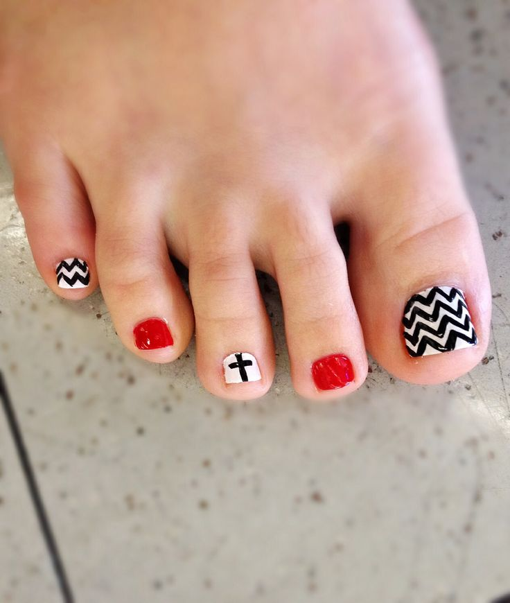 Chevron and Anchor Toe Nail Designs