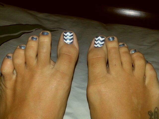 Chevron Toe Nail Design
