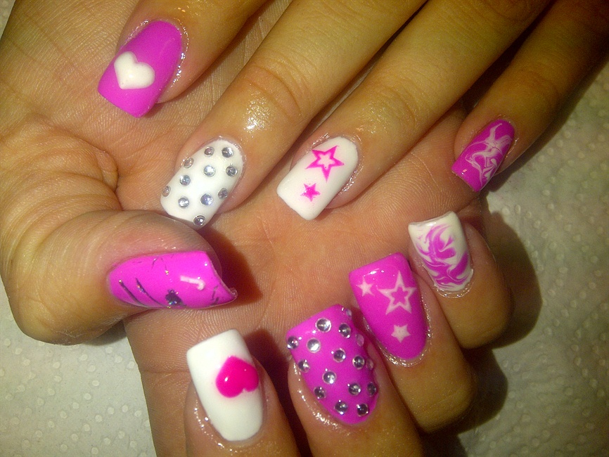 Best Pink And White Nail Art Design With Motif Simple