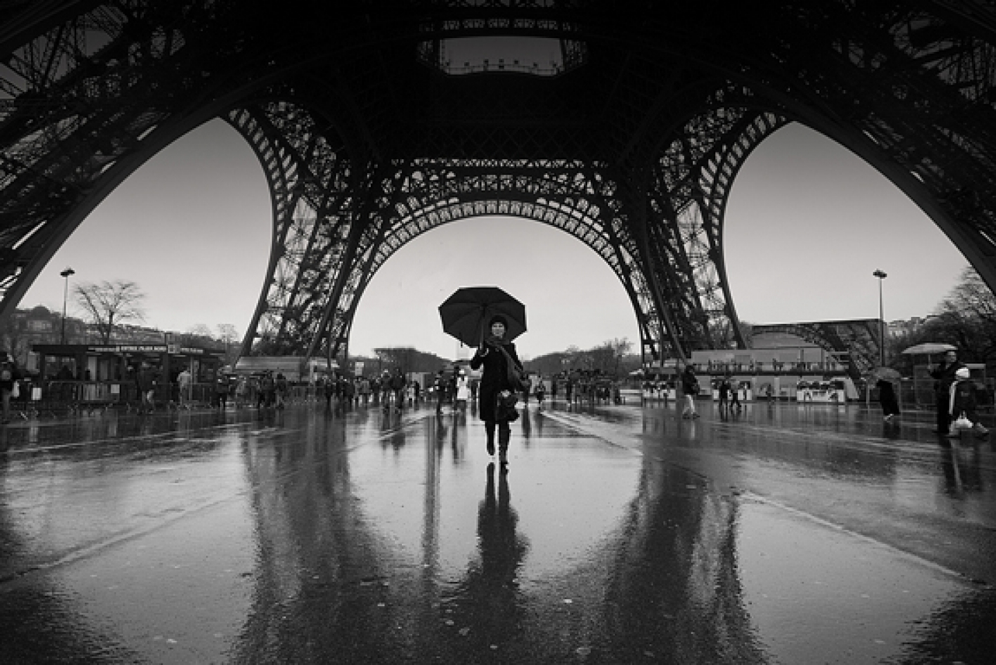 Black and white paris photography wallpaper