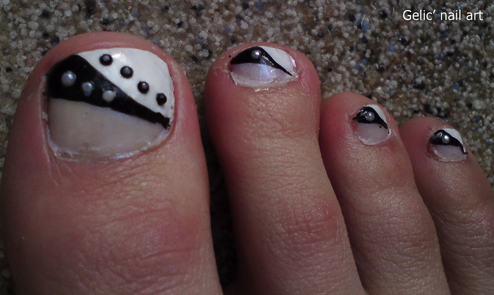 Black and White Toe Nail Art