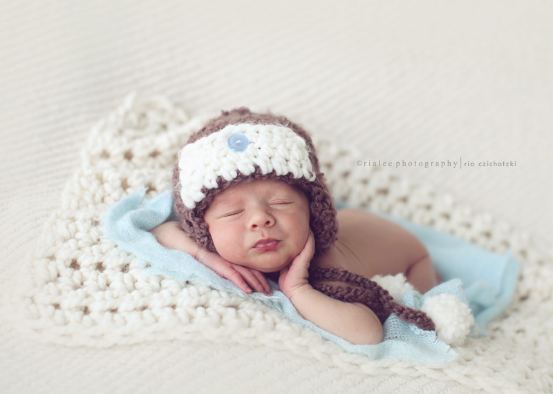Cute newborn baby photography idea