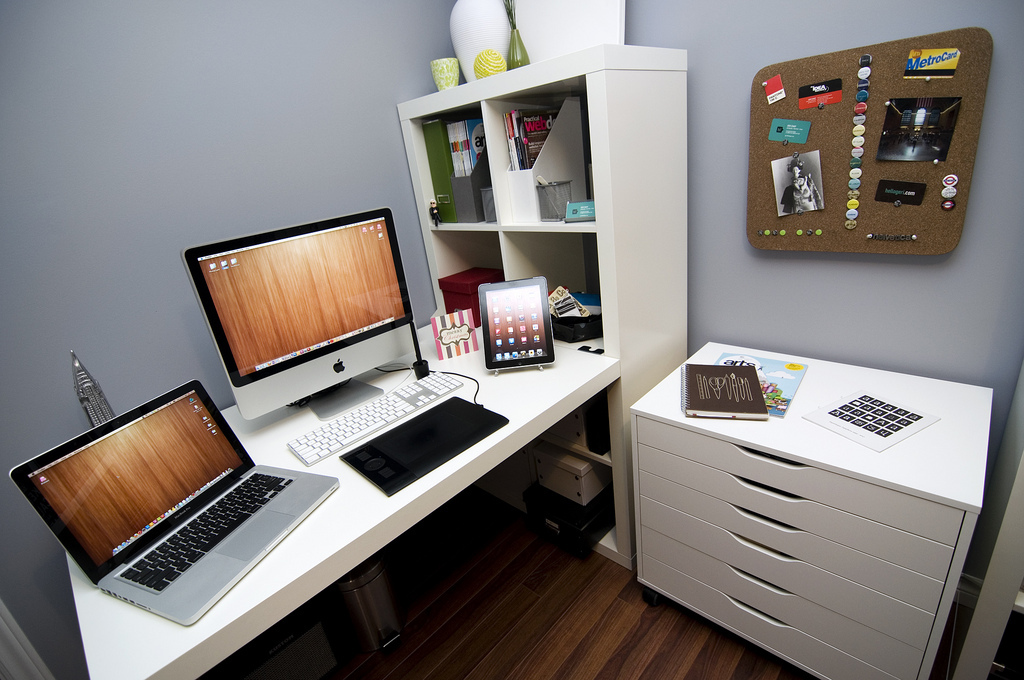 10 Graphic Designer Home Office Images - Graphic Designer Home ...