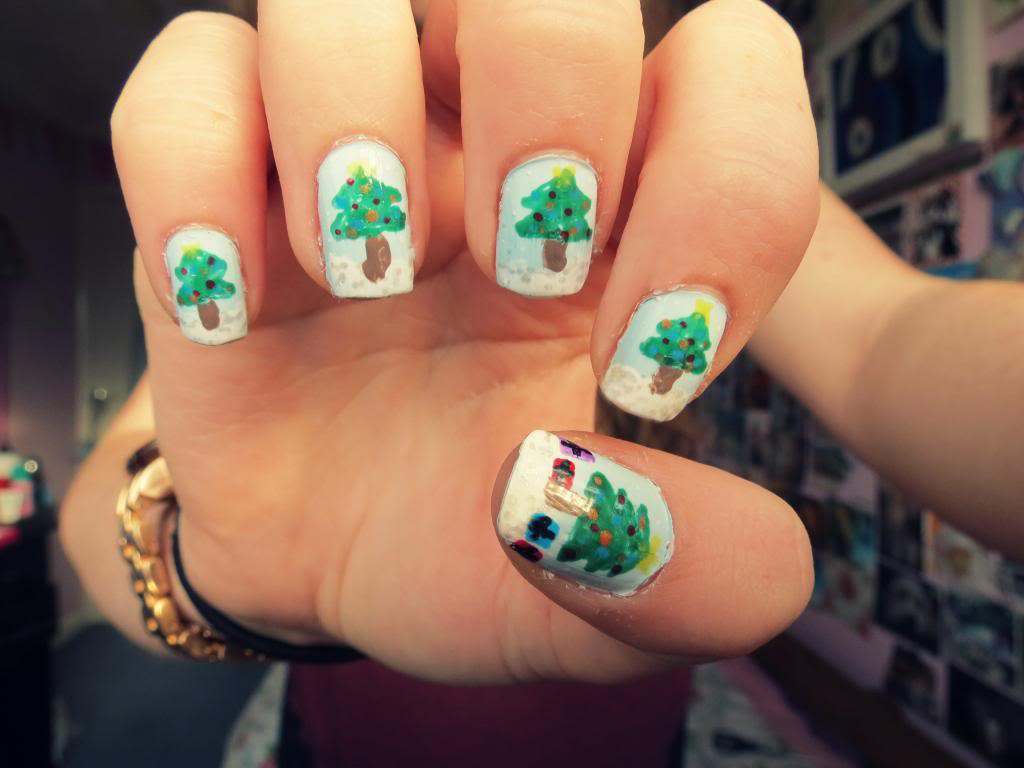 13 Cute Christmas Nail Designs Images