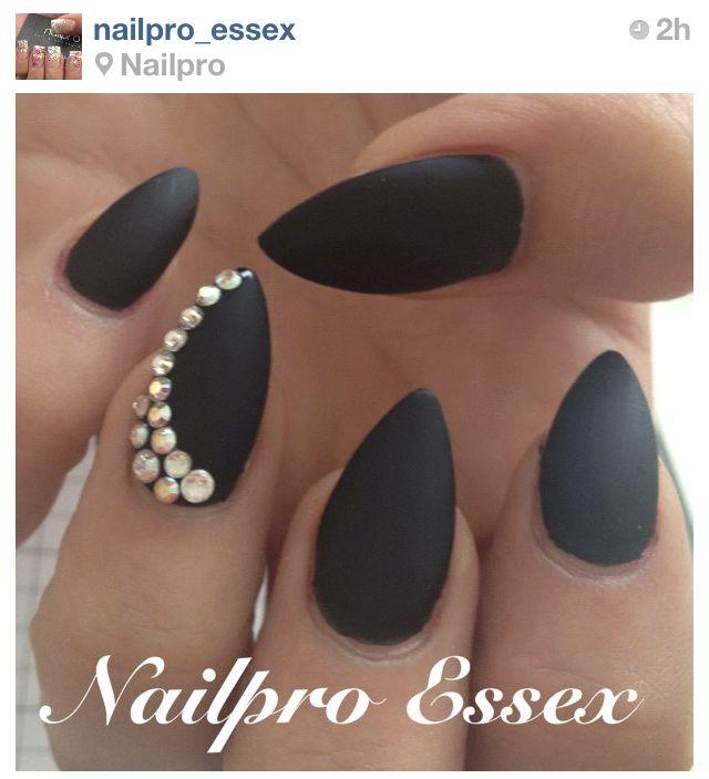12 Black Almond Nails Design Images