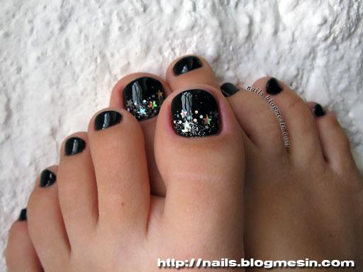 Black and Silver Toe Nail Design
