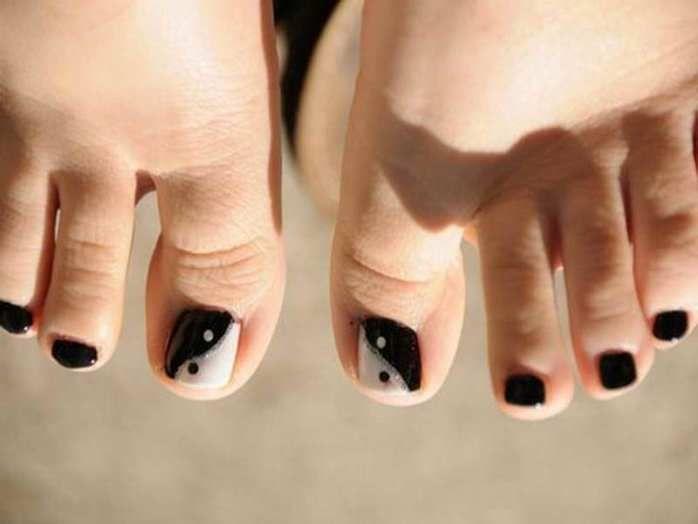Black Toe Nail Art Designs