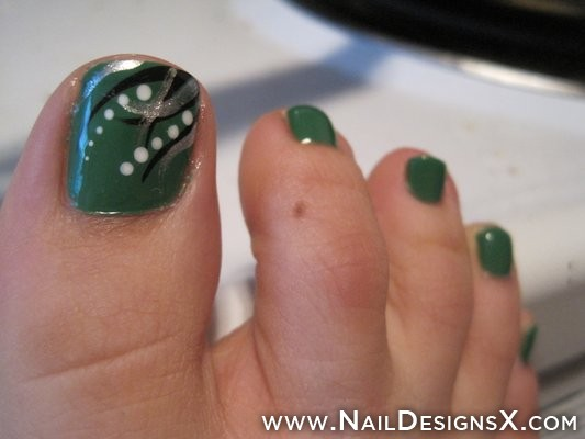 Dark Green Nail Art Designs