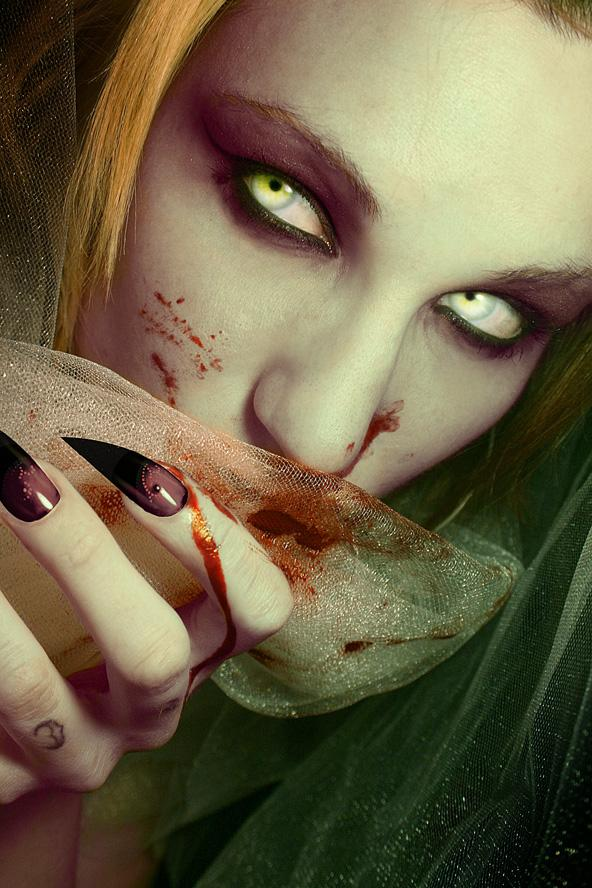 11 PSDs Scary Eyes Images