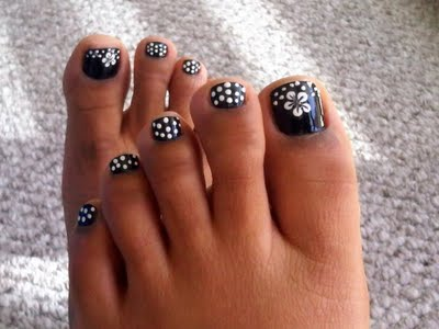 Polka Dot Flower Toe Nail Designs