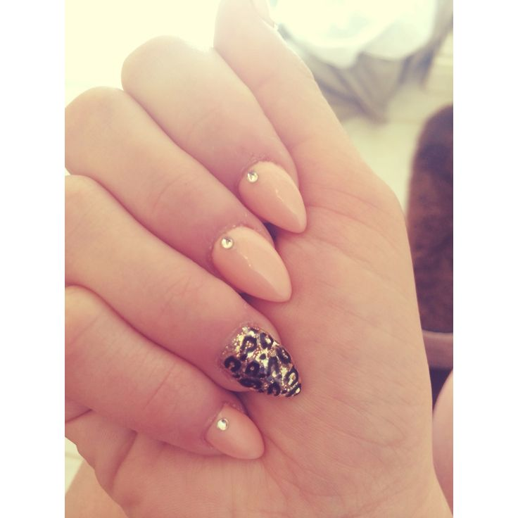 Short Stiletto Nail Designs