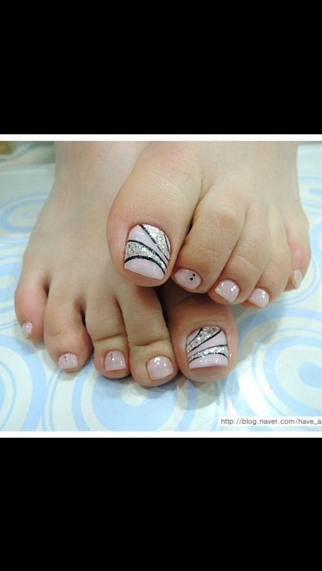 Black and Silver Toe Nail Design