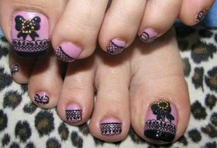 Butterfly Toe Nail Art Design