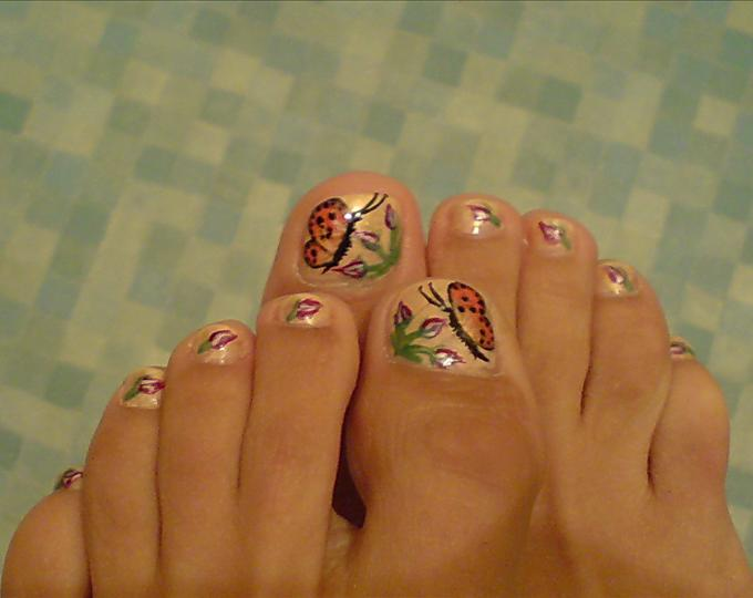 French and Flower Toe Nail Art Designs