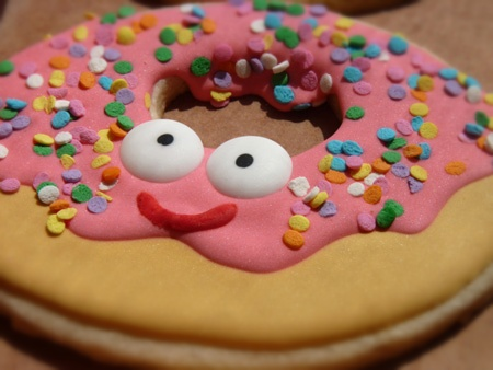 5 Smiley Emoticon Eating Donuts Images