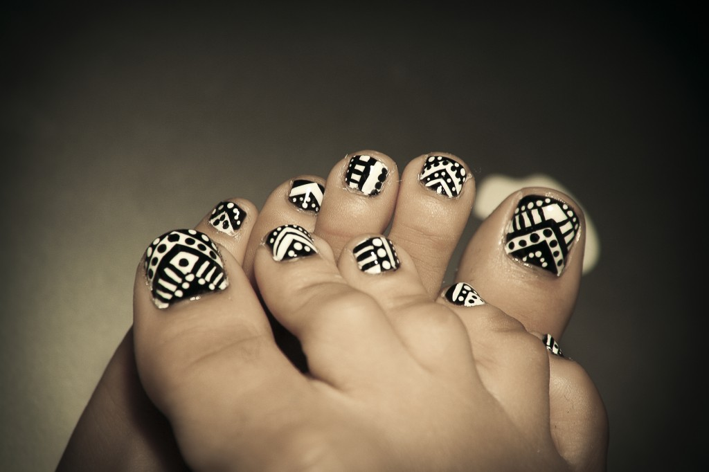 15 Black And White Toenail Designs Images