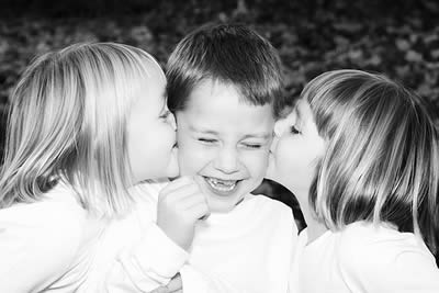 Outdoor Sibling Photography Poses