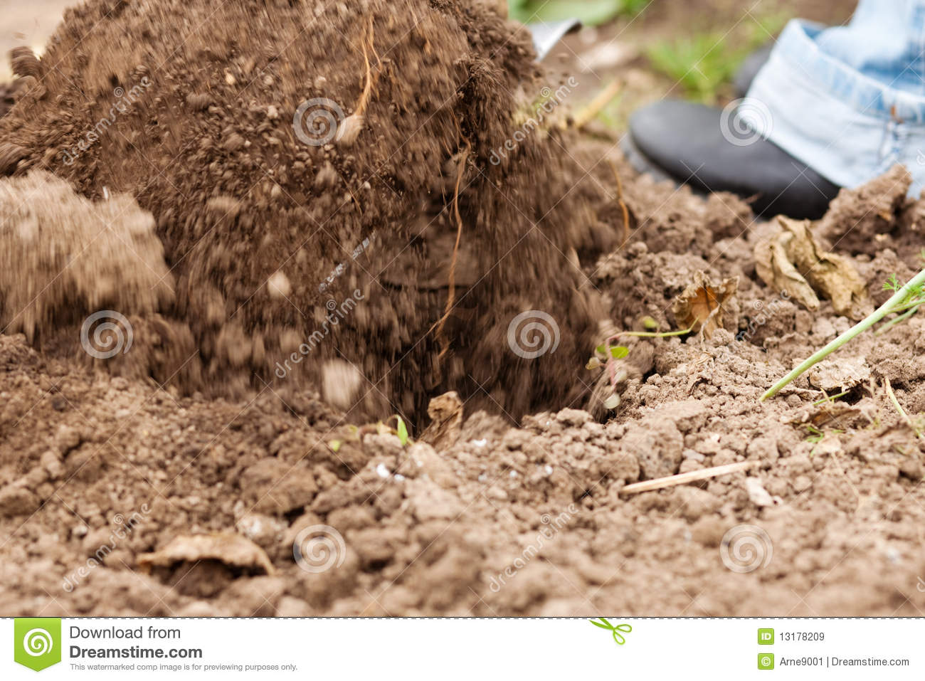 12 Garden Digging Vector Free Images