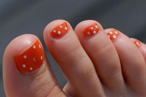 Polka Dot Toe Nail Designs