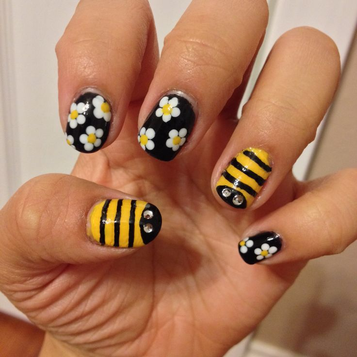 Bees and Flower Nail Art Design