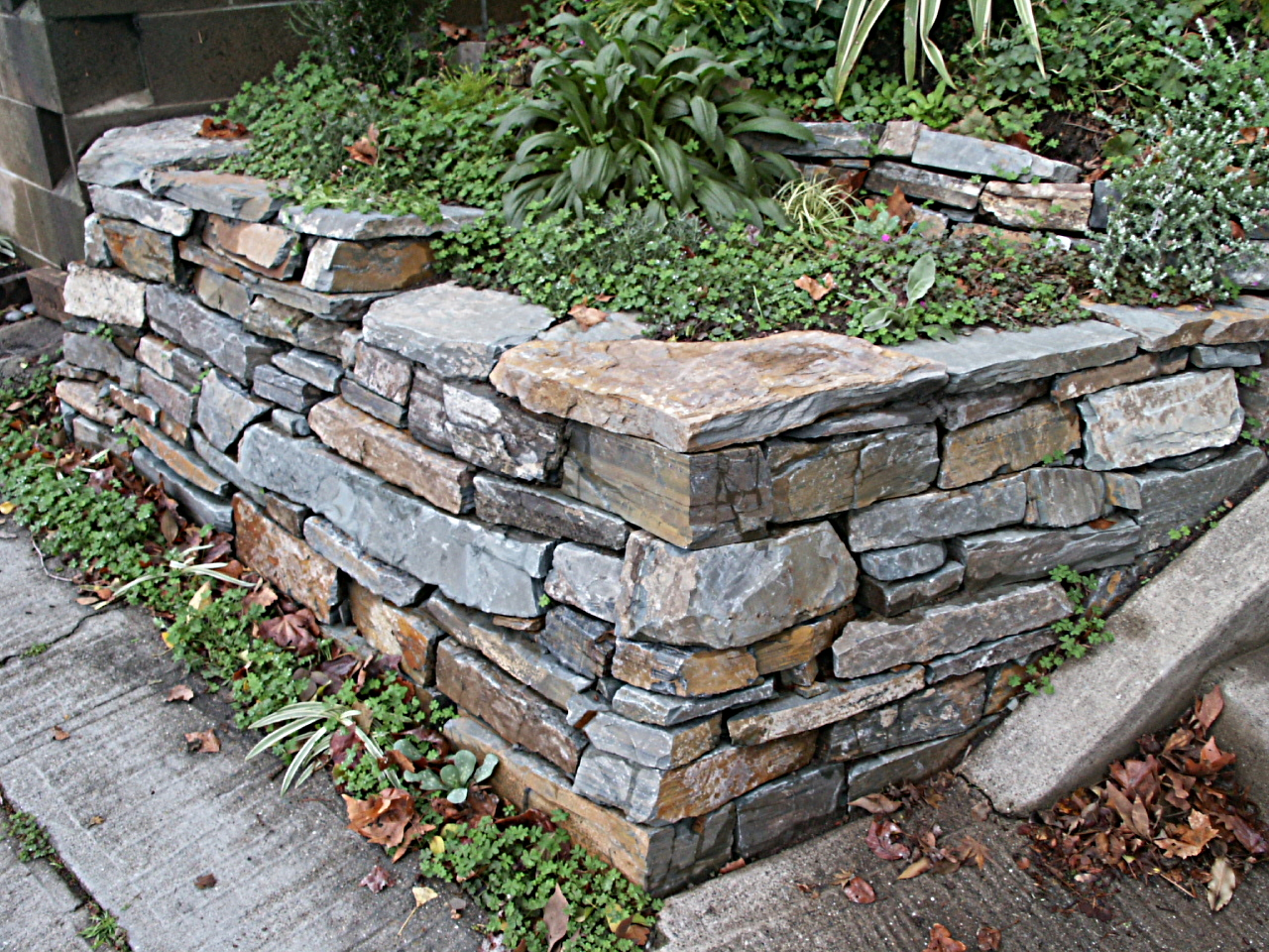 17 corner brick walls design images brick wall corner for Stone landscaping ideas
