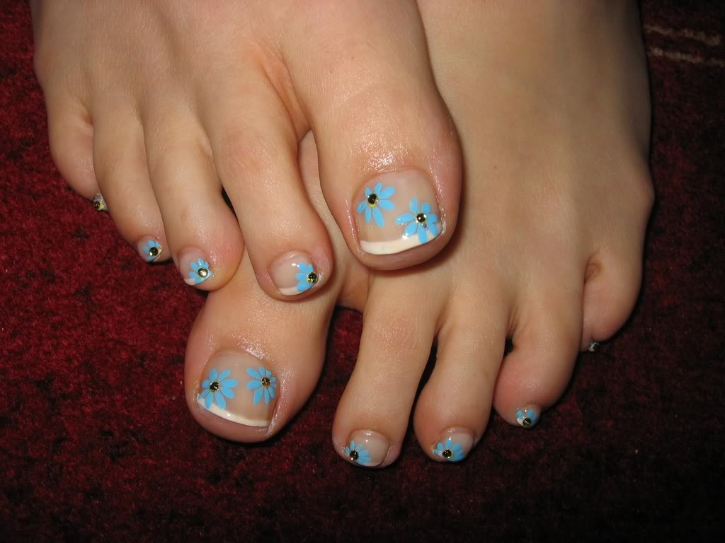 French Tip Toe Nail Art Designs