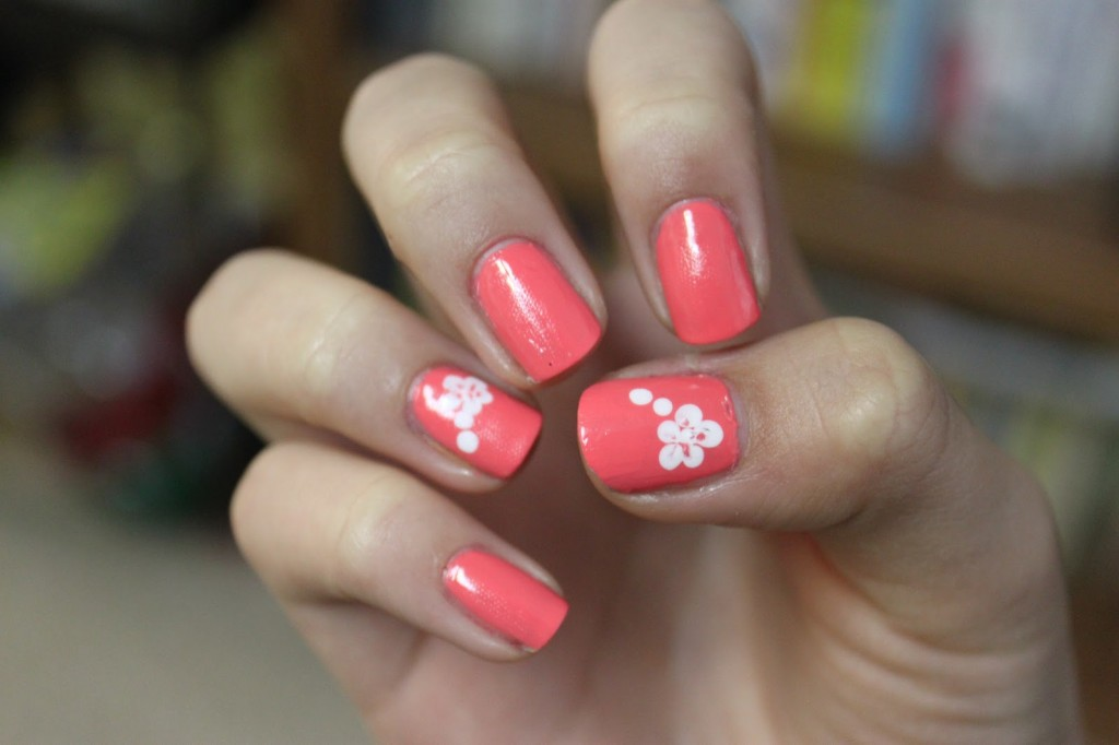 16 Simple Flower Nail Art Designs Images