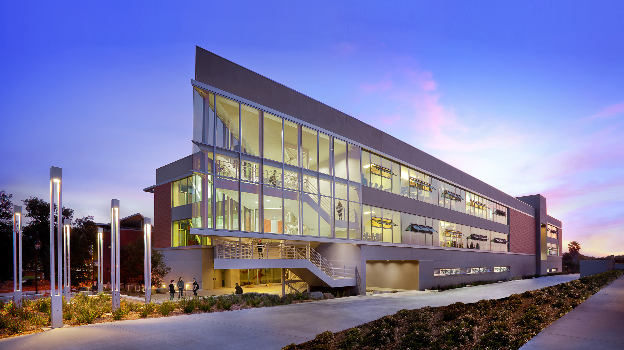 15 Design University Building Images