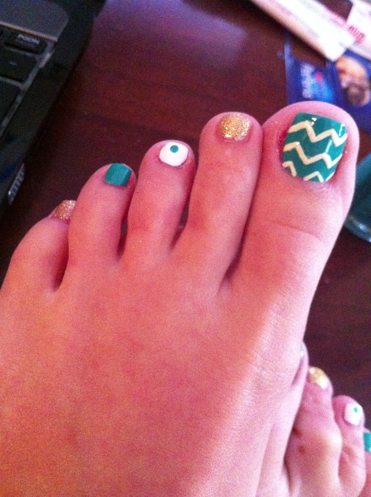 14 Cute Chevron Toe Nail Designs Images