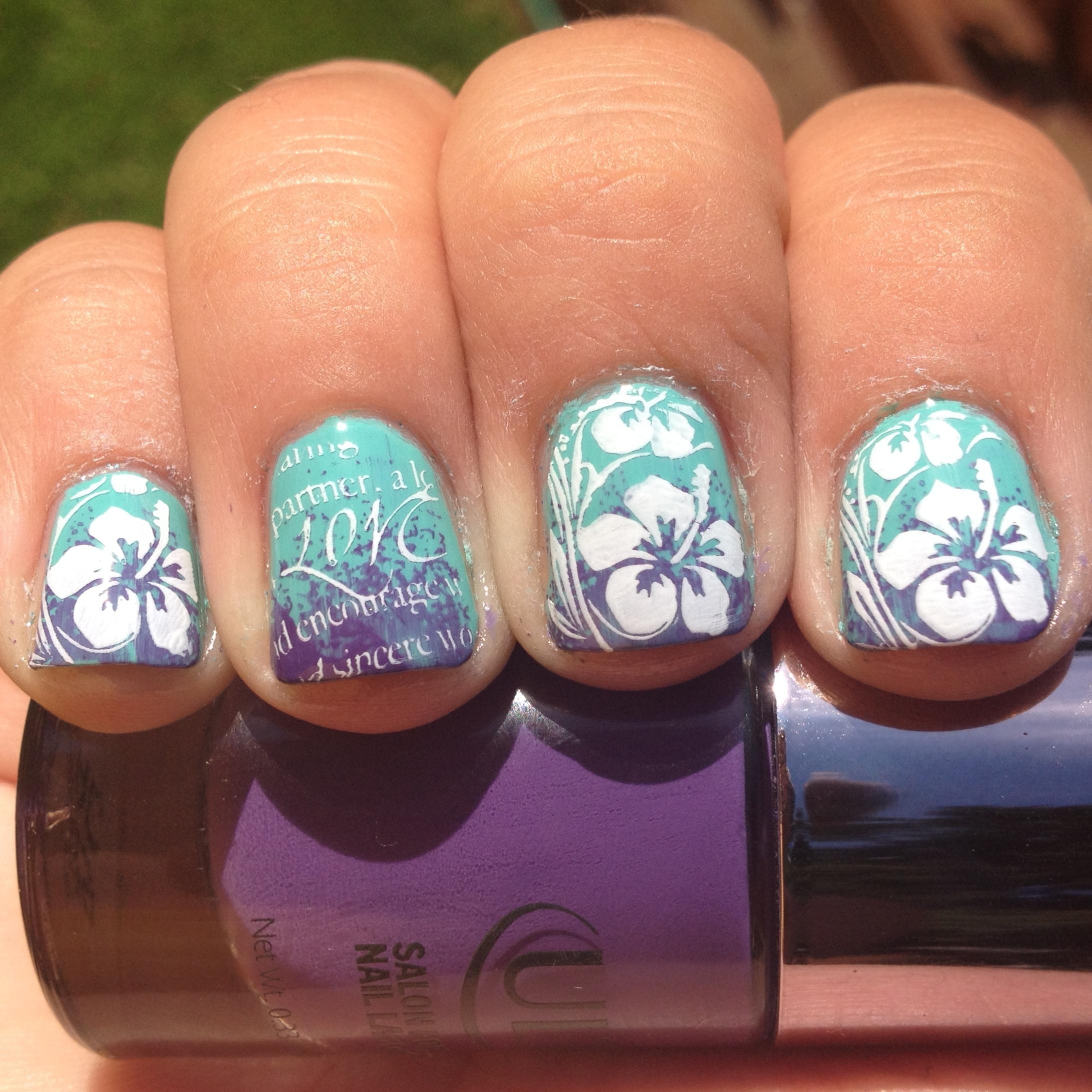 Hawaii Flower Nail Design