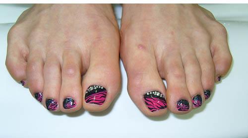 Pink and Black Toe Nail Art