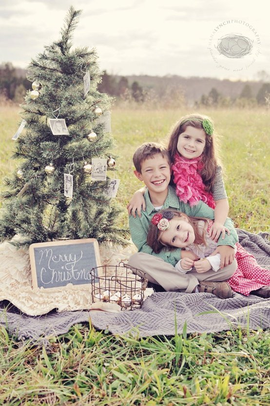 Outdoor Family Christmas Card Ideas
